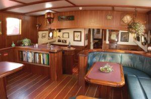 Salon op een van de schepen in Zeeland